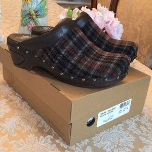 Sofft plaid/dark brown leather clogs NWOT